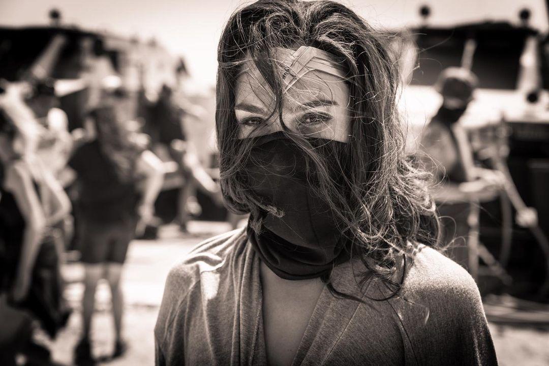 Gal Gadot Wearing Mask